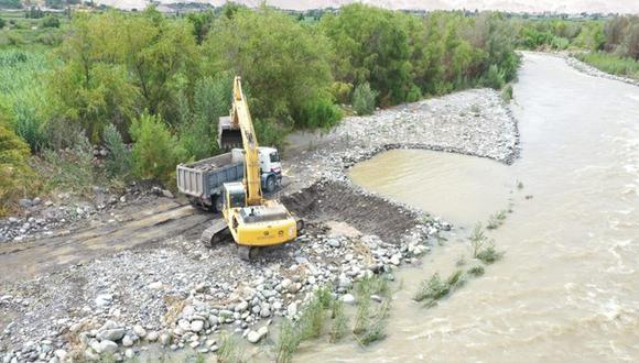 Maquinaria pesada del Ministerio de Vivienda interviene en puntos críticos de ríos y quebradas de Arequipa. (Foto: MVCS)
