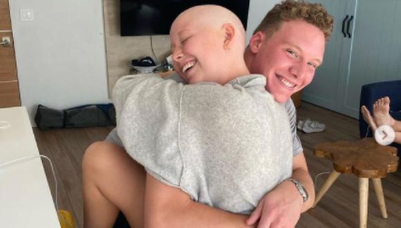 Miranda McKeon fue diagnosticada con cáncer en junio de 2021. Desde octubre lleva la cabeza rapada (Foto: Miranda McKeon / Instagram)