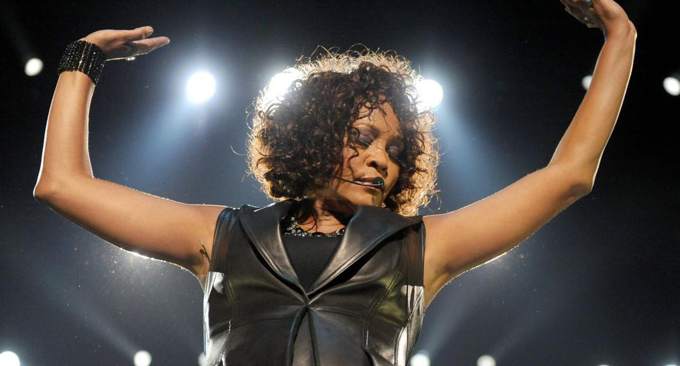 La carrera de Whitney Houston siempre estuvo marcada por sus grandes interpretaciones, premios, comentarios sobre su sexualidad y adicción a las drogas. (Foto: EFE)