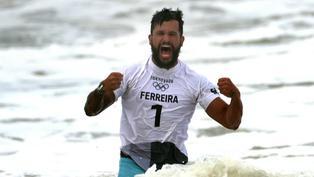 """Italo Ferreira se corona como primer campeón olímpico en surf: """"Esto cambiará nuestras vidas"""""""