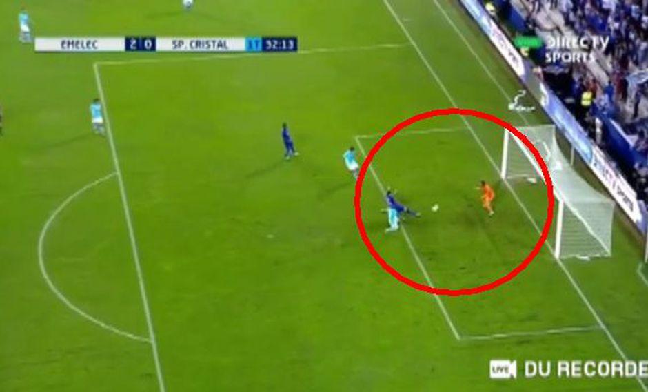 Joao Rojas marcó el segundo gol para Emelec sobre Sporting Cristal en la 'Explosión Azul'. (Foto: Captura).