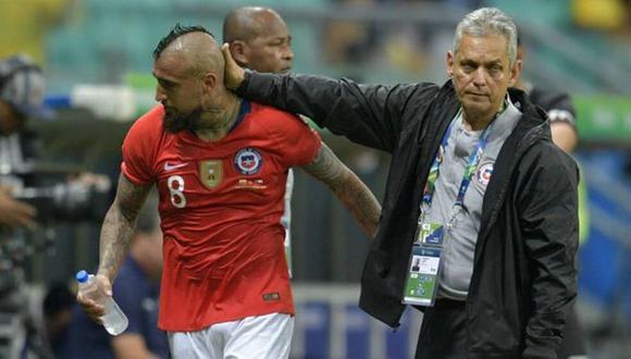 Los jugadores de la selección chilena estarían molestos con el accionar de Reinaldo Rueda, quien es candidato para asumir la dirección técnica de Colombia. (Foto: AFP)