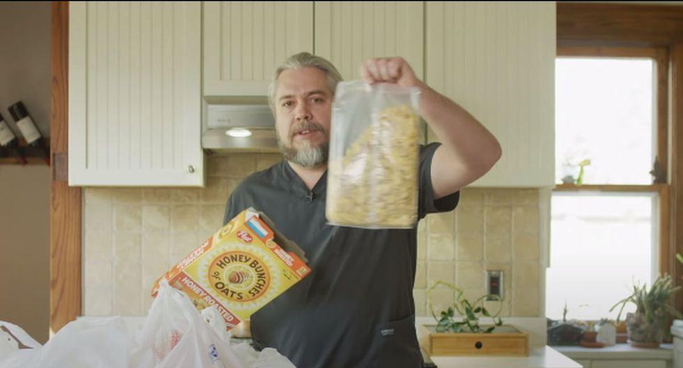 Retira el cereal de la caja y sólo quédate con el empaque. (Foto: Captura de video)