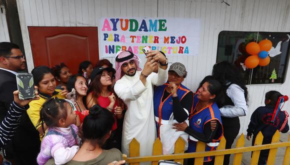 Yaqoob Yusuf Mubarak, empresario del reino de Bahrein, estuvo en el Callao y se comprometió a construir una escuela en Ventanilla (Fotos: Alessandro Currarino).