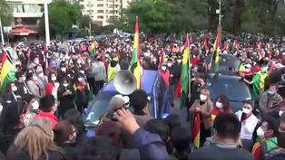 Cientos de bolivianos protestan contra el triunfo de Arce
