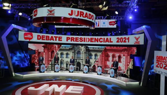 De izquierda a derecha, los candidatos Yonhy Lescano, Daniel Salaverry, Julio Guzmán, Rafael Santos y Rafael López Aliaga. El candidato Ciro Gálvez participó de manera remota porque se encuentra en proceso de recuperación del COVID-19. (Foto: Mario Zapata Nieto / GEC)