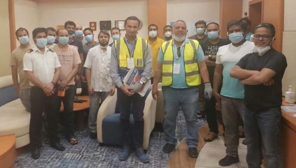 Representantes de la Federación Internacional de Trabajadores del Transporte (ITF) abordaron el domingo el Ever Given para comprobar la salud y el bienestar de la tripulación. (Foto: ITF)