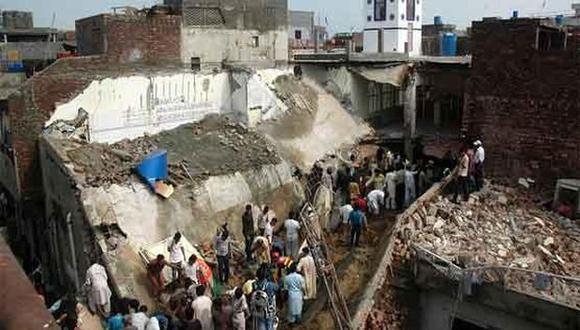 Pakistán: Mueren 24 en el derrumbe de una mezquita