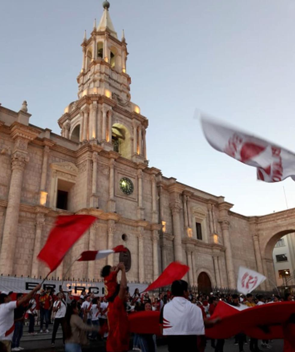 Cientos de arequipeños recorrieron las principales calles de la ciudad blanca para celebrar el segundo lugar que obtuvo la selección peruana de fútbol en la Copa América 2019 (Foto: Zenaida Condori)