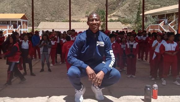 Este 2020 Jhoel Herrera debía defender a Unión Huaral en la Liga 2 y trabajar en su academia de fútbol para niños. Ahora debe esperar, como todos. (Foto: Twitter)