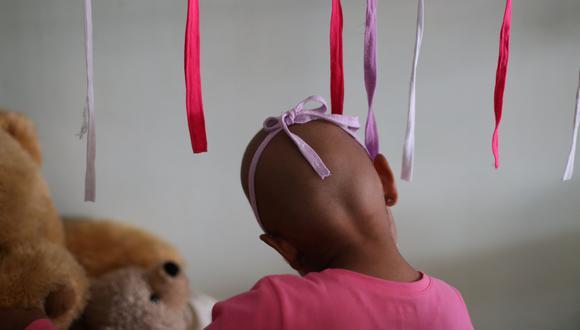 Mariana Navas, una niña de 6 años que sufre de cáncer y está internada en el hospital José Manuel de los Ríos. (Reuters).