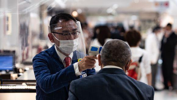 El primer ministro de Japón, Shinzo Abe, levantó el estado de alerta sanitaria que había decretado por el coronavirus. (Photo by Philip FONG / AFP).