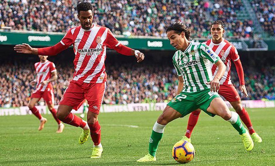 El mexicano Diego Lainez debutó oficialmente este domingo con el Real Betis. La joven 'joya' azteca regaló algunas jugadas puntuales en la victoria sobre Girona. (Foto: EFE)