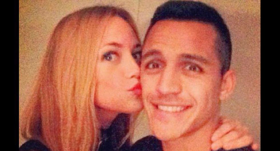 Novia de Alexis Sánchez 'culpable' de su bajón en el Arsenal