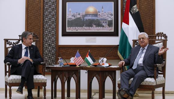 El martes 25 de mayo, el presidente palestino Mahmud Abbas recibió a Antony Blinken, secretario de Estado de EE.UU. En la reunión, el funcionario norteamericano ofreció millones de dólares en ayuda económica para la reconstrucción de Gaza.  EFE/EPA/Majdi Mohammed / POOL