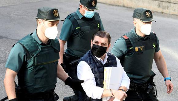 César Román en uno de sus traslados a la Audiencia Provincial de Madrid (España) durante un juicio. (EFE/Víctor Lerena/Archivo).