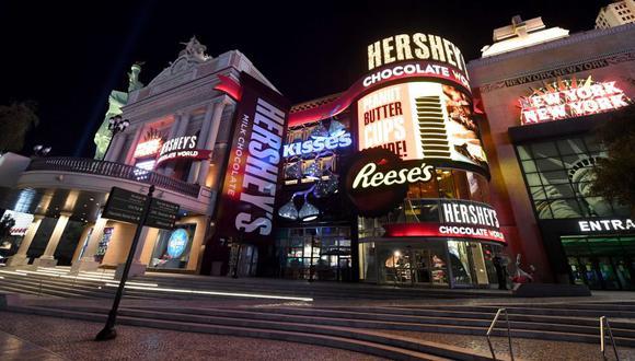 El New York-New York Hotel & Casino en Las Vegas Strip permanece cerrado como resultado del cierre en todo el estado debido a la continua propagación del coronavirus en los Estados Unidos el 2 de abril de 2020 en Las Las Vegas, Nevada. (Foto: AFP/Ethan Miller/Getty Images).