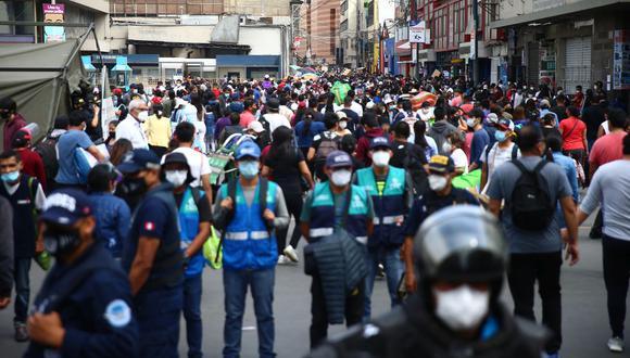 Las aglomeraciones en establecimientos comerciales encienden las alarmas de la población. (Foto: Hugo Curotto | GEC)