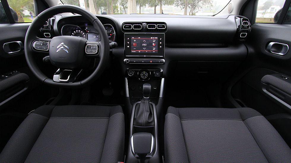 A la vista, el interior del C3 con su variante Aircross prácticamente son dos gotas de agua. El diseño es muy similar, salvo algunos puntos.