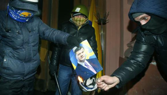 Manifestantes toman el ministerio de Justicia de Ucrania