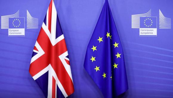 Banderas del Reino Unido y de la Unión Europea juntas. REUTERS