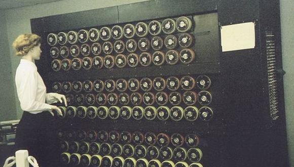 Bombe  era un dispositivo electromecánico usado por los criptólogos británicos para ayudar a descifrar las señales cifradas por la máquina alemana Enigma durante la Segunda Guerra Mundial.