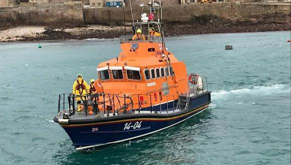 Una embarcación de rescate en el Canal de la Mancha (Foto: EFE)