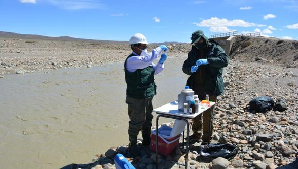 El recojo de muestras de agua estuvo a cargo de los profesionales de la Administración Local de Agua (ALA) Ramis, quienes evaluaron en campo la temperatura, pH, conductividad eléctrica y oxígeno disuelto. (ANA)