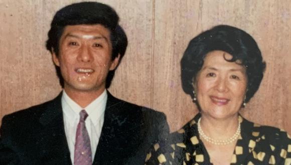 Mario Amano y su madre Rosa Watanabe. Juntos siguieron el trabajo de Yoshitaro Amano, fundador del museo. (Archivo familiar)