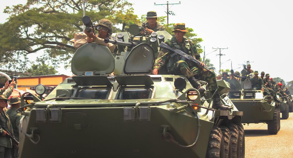 Venezuela tiene unos 365.000 efectivos militares y unos 3,7 millones de milicianos (más del 10% de la población), según el chavismo. (EFE/ JOHNNY PARRA).