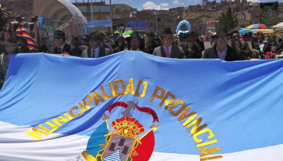 Con multitudinarios pasacalles y marchas coloridas, Puno celebró hoy sus 351 años de fundación (Foto: Carlos Fernández)