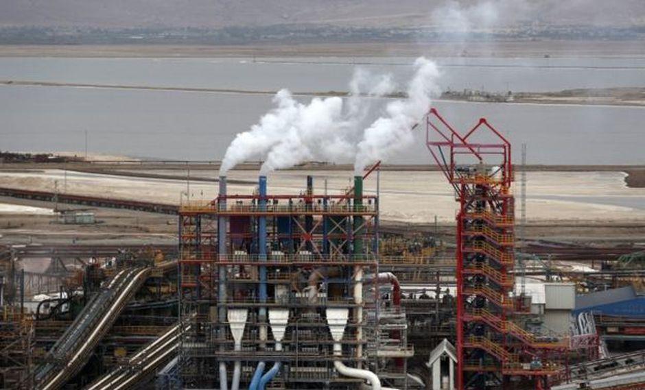 La liberación de gases de la industria, en especial el CO2, es una de las mayores contribuciones humanas al calentamiento global. (Foto: EPA)