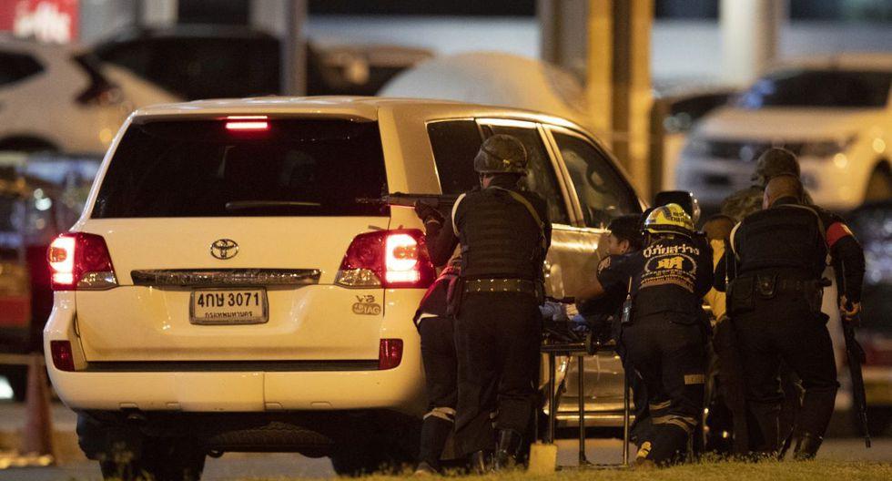 Un grupo de personas quedaron atrapadas cuando el asaltante comenzó un tiroteo contra la multitud. (AP)
