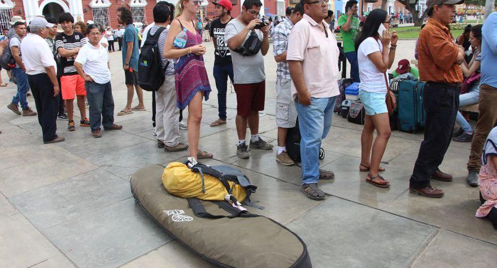 Trujillo: decenas de personas buscan un cupo aéreo del gobierno - 2