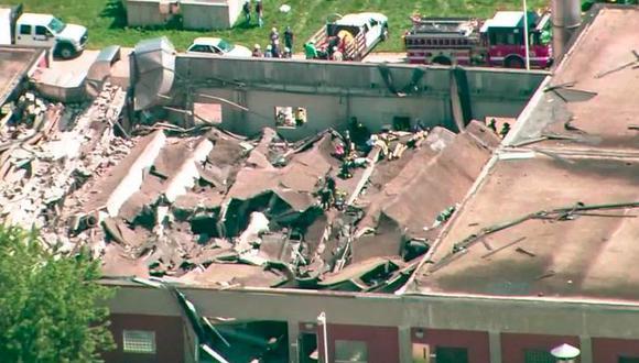 Al menos dos de los heridos quedaron atrapados cuando el techo del edificio de un piso se desplomó a poco antes de las 11 de la mañana.   Foto: Twitter / @shermanbot