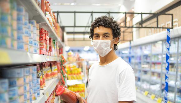 El personal shopper ayuda al cliente a realizar compras de acuerdo con sus requerimientos sin que estos tengan que salir de casa. (Foto referencial Shutterstock)