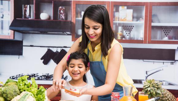 Desayuno, almuerzo y cena. Conoce los alimentos que no pueden faltar en la dieta de los más pequeños del hogar. (Foto: Shutterstock)