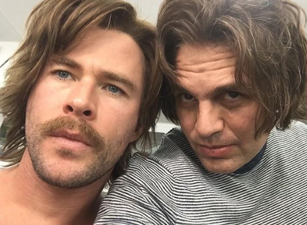 """Mark Ruffalo y Chris Hemsworth en un post publicado por el primero en su cuenta de Instagram. """"Realmente creo que este look funcionó para nosotros. @chrishemsworth? #BehindTheScenes #AvengersEndgame"""