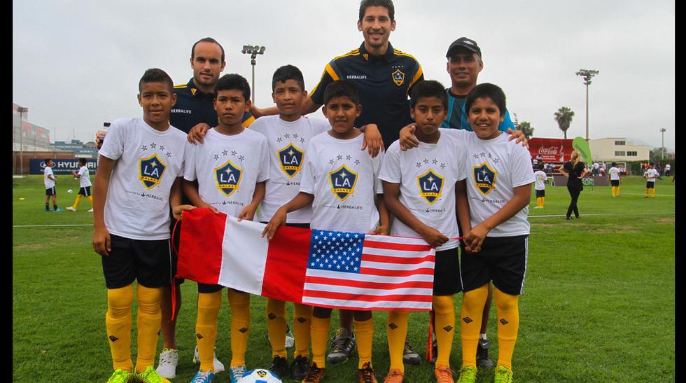 """Donovan y su visita a los niños de """"Creciendo con el Fútbol"""" - 1"""