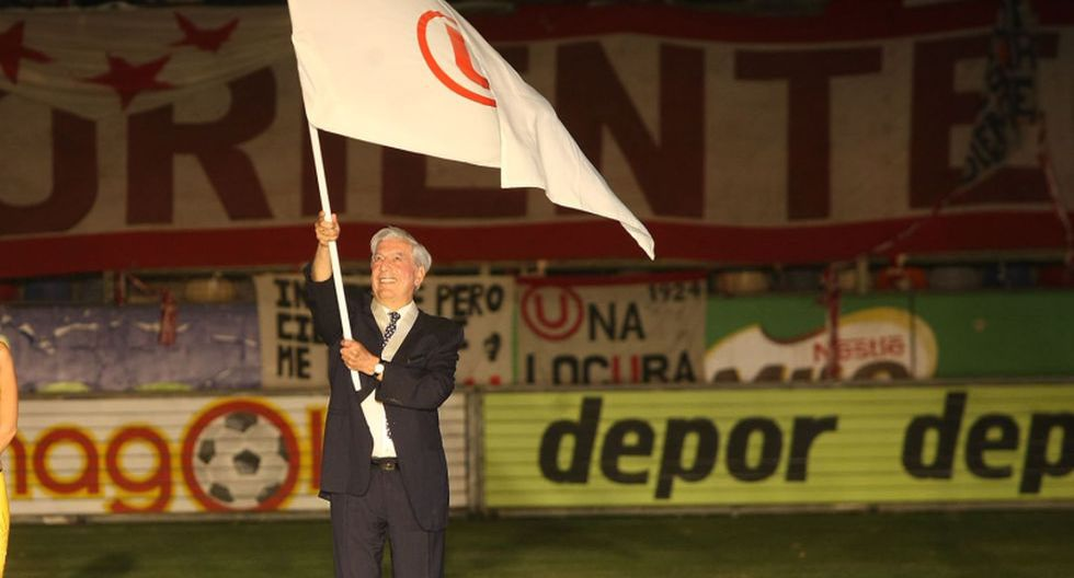 Vargas Llosa fue saludado por Universitario. (Foto: Agencia Andina))