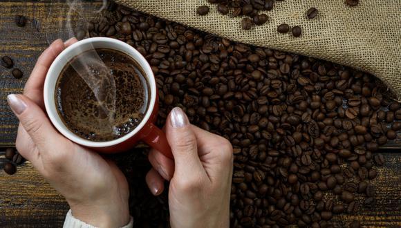 El video viral de un cubo de hielo disolviéndose gradualmente mientras da vuelta en una taza de café caliente demuestra que la tranquilidad puede encontrarse en las cosas más simples de la vida. | Crédito: Pixabay / Referencial.