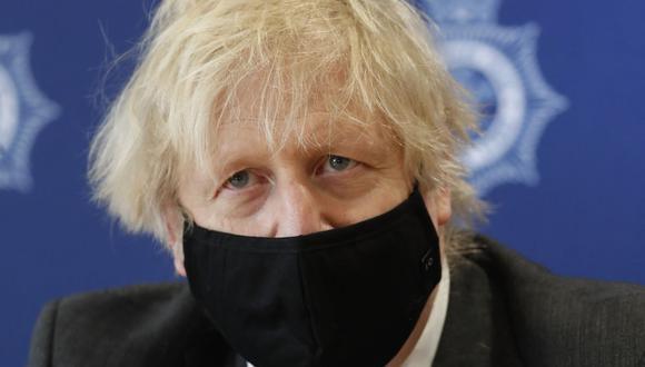 Reino Unido vacunará contra el coronavirus a todos los adultos antes de fin de julio, dice Boris Johnson. (Foto: Alastair Grant / POOL / AFP).
