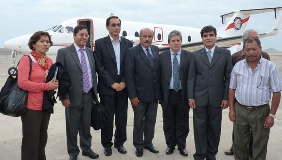 Esta es la imagen que confirmó la reunión entre Vizcarra y altos funcionarios bolivianos en el Puerto de Ilo, en Moquegua, el 3 de diciembre del 2013. La comitiva viajó en una avioneta de ATSA rentada por la empresa Obrainsa. (Foto: Archivo)