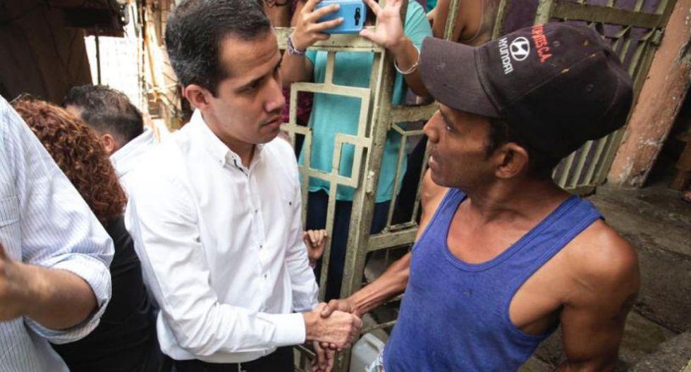 """""""Estamos trabajando duro, estamos con un comité de ayuda y libertad, estamos entregando parte de la ayuda humanitaria, pastillas purificadoras de agua"""", aseguró Guaidó. (Foto: Twitter - @osmarycnn)"""