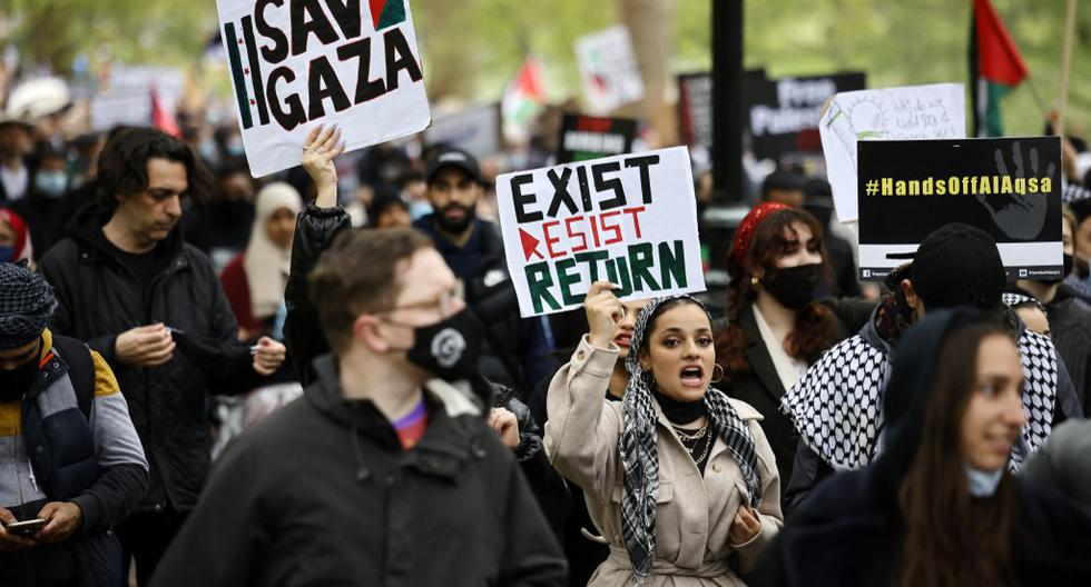 A pro-Palestinian demonstration gathers thousands of people in London