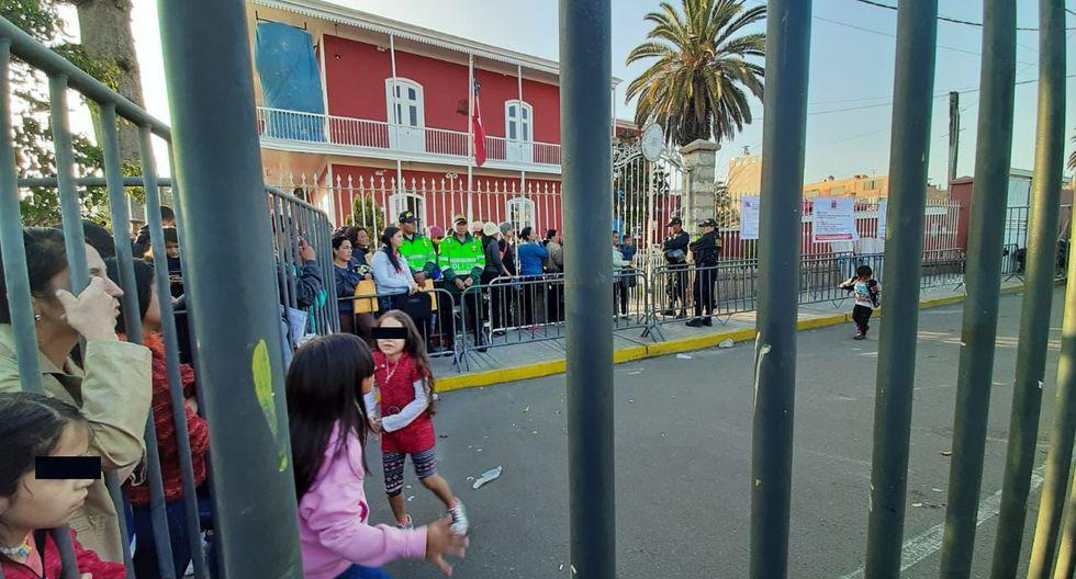 Tacna: instalan rejas frente a consulado de Chile para evitar ingreso de venezolanos. (Foto: Ernesto Suárez)
