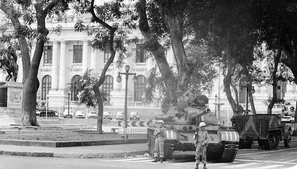 Autogolpe del 5 de abril de 1992.  Se cerró el Congreso y los tanques salieron a las calles. (Foto: Archivo histórico de El Comercio)