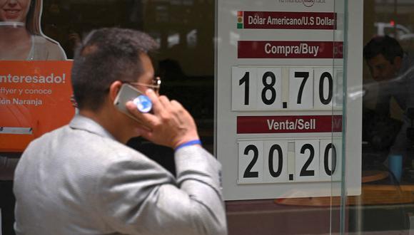 El dólar se cotizaba en 19,8510 pesos en México este lunes. (Foto: AFP)