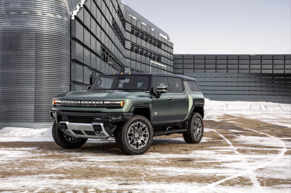 La SUV eléctrica de GMC tendrá proporciones off-road, con una distancia entre ejes de 322 centímetros y una capacidad de giro de 10.8 metros. El vehículo será capaz de desarrollar hasta 1.014 CV y acelerar de 0 a 100 kilómetros por hora en 3.5 segundos con un paquete de alto rendimiento denominado Watts to Freedom.