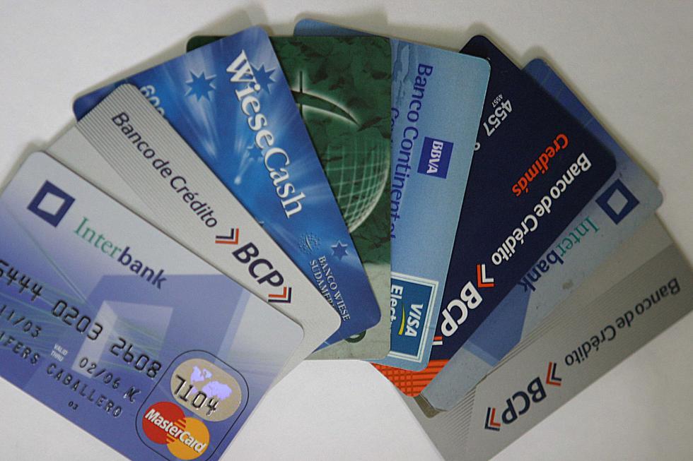 Los bancos cobran de interés por las tarjetas de crédito de consumo entre 23,06% y 151,73%. (Foto: Andina)